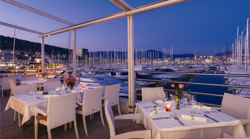 One of a kind Restaurant Lounge & Bar with spectacular views