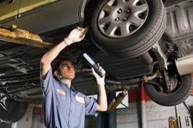 AUTO SERVICE -- BALWYN -- #3924895