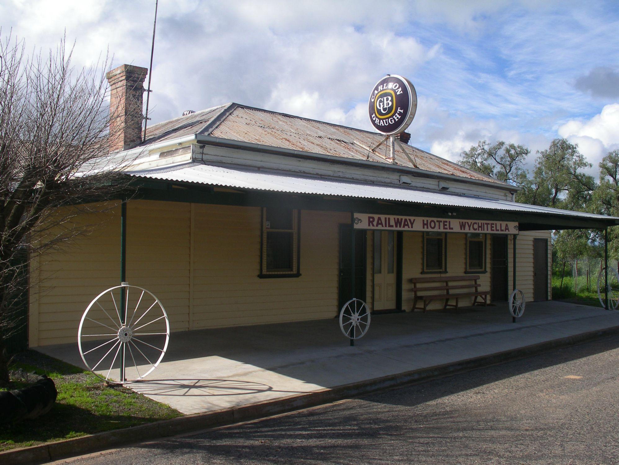 1880s RURAL PUB - FREEHOLD, BUSINESS & EQUIPMENT