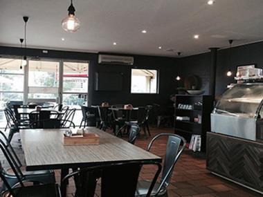 Cafe  'Kilmore Town Centre'  Call John G 0488 052 216  (Ref 5493)