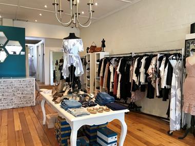 Ladies Boutique   'Strathmore'   Call Mim  0488 036 190   (Ref 5360)