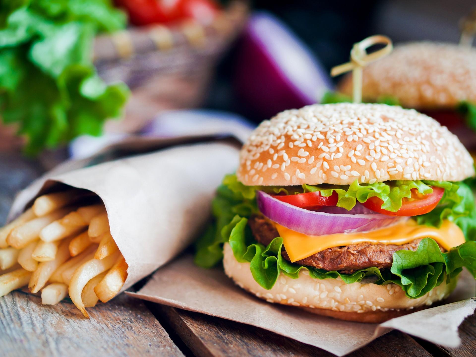 Gourmet Hamburger Restaurant (Fully Licensed) Rent only $699pw - Sutherland Shir