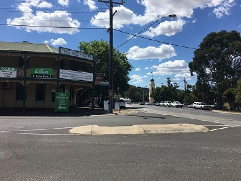 Escape the Rat Race, A Grand 2 Storey Hotel with Bottle Shop Located in Woodend,