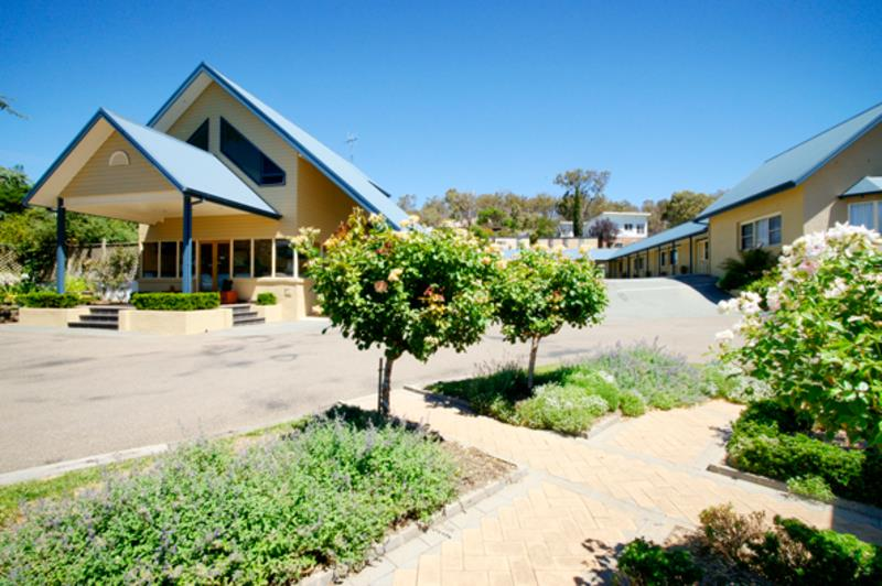 MOTEL & CARAVAN PARK FOR SALE - 2 HOURS FROM SYDNEY