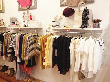 FASHION/CLOTHING -- DONCASTER EAST -- #4041919