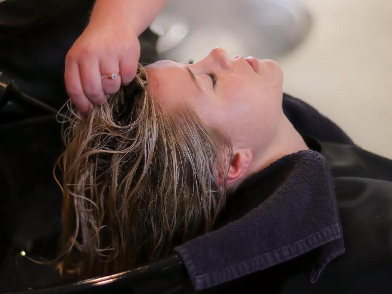 Hairdresser and Beauty Salon For Sale Well Established - Ref: 3511