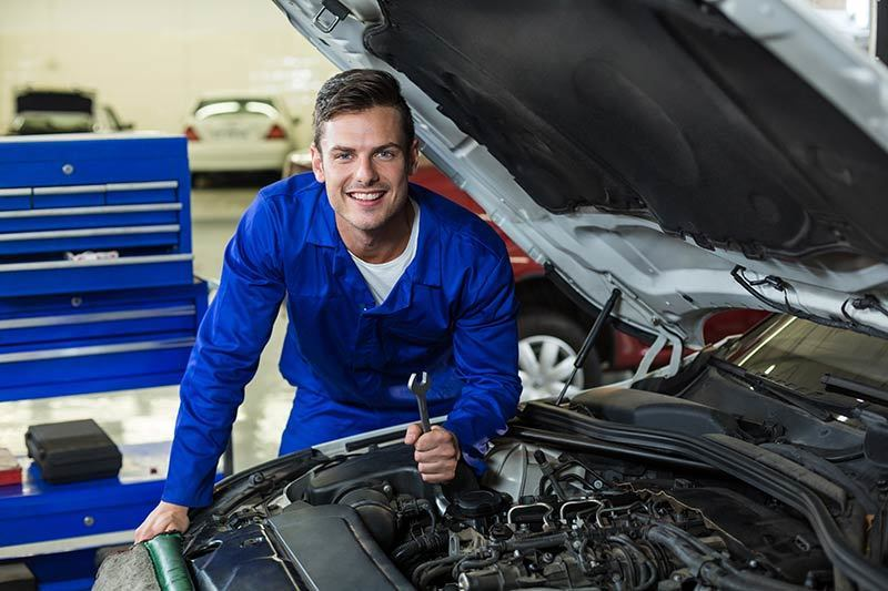 18023-Car Mechanic- Fully equipped, well-known and heavily trusted mechanical sh