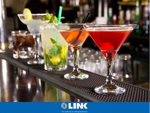 Pub Bar, Restaurant, Late Night Entertainment & Function Rooms