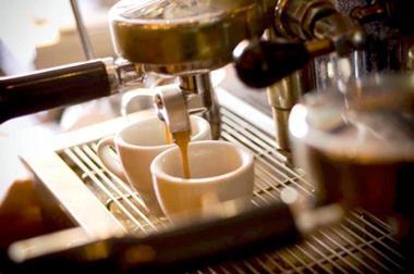 COFFEE LOUNGE - $420,000 (8610)
