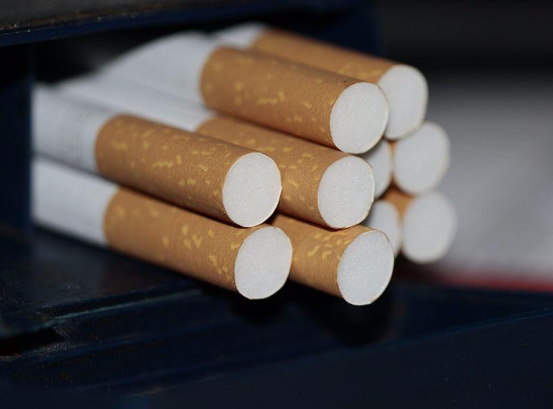 Tobacco Shop in Shopping Centre (AZ052)