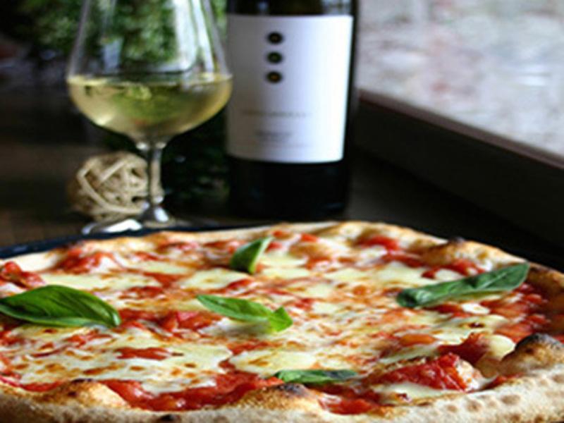 Pizzeria/Restaurant  'Eltham' Call Mino 0414 886 364 (Ref 5385)