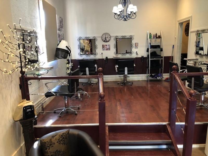 Hair Salon 'Preston' Call Marleine 0488 055 467 (Ref 5531)