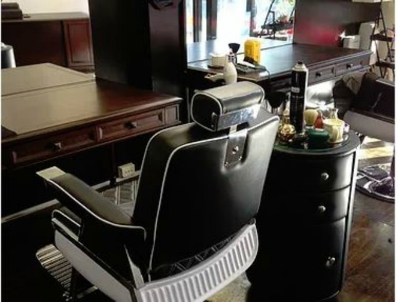 Men's Barber shop, prime location in growing South Eastern Suburbs. (Our Ref V13