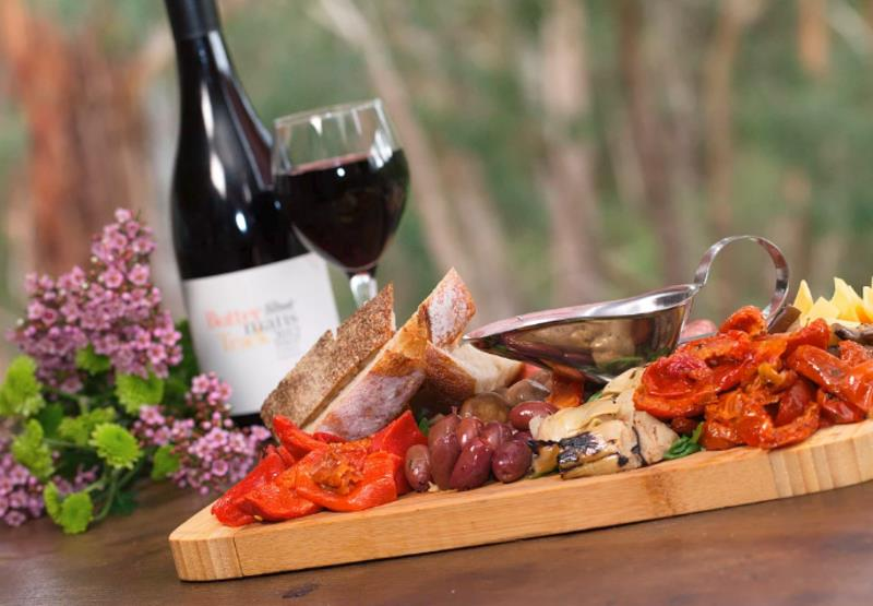 Boutique Bottle Shop and Brasserie in the Yarra Valley! (Our Ref: V1267)