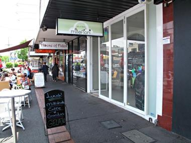 ICE CREAM / GELATERIA IN PRIME LOCATION.  LONG LEASE WITH TOP QUALITY FIT-OUT!