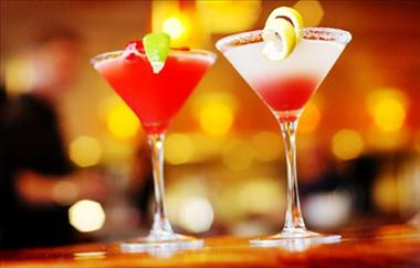 BAR/HOTEL, TAKING $20,000 PW, BUSINESS & FREEHOLD FOR SALE, $2.2 M, REF 5980