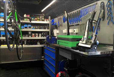 bike-fix-mobile-is-bringing-bicycle-maintenance-to-your-door-3
