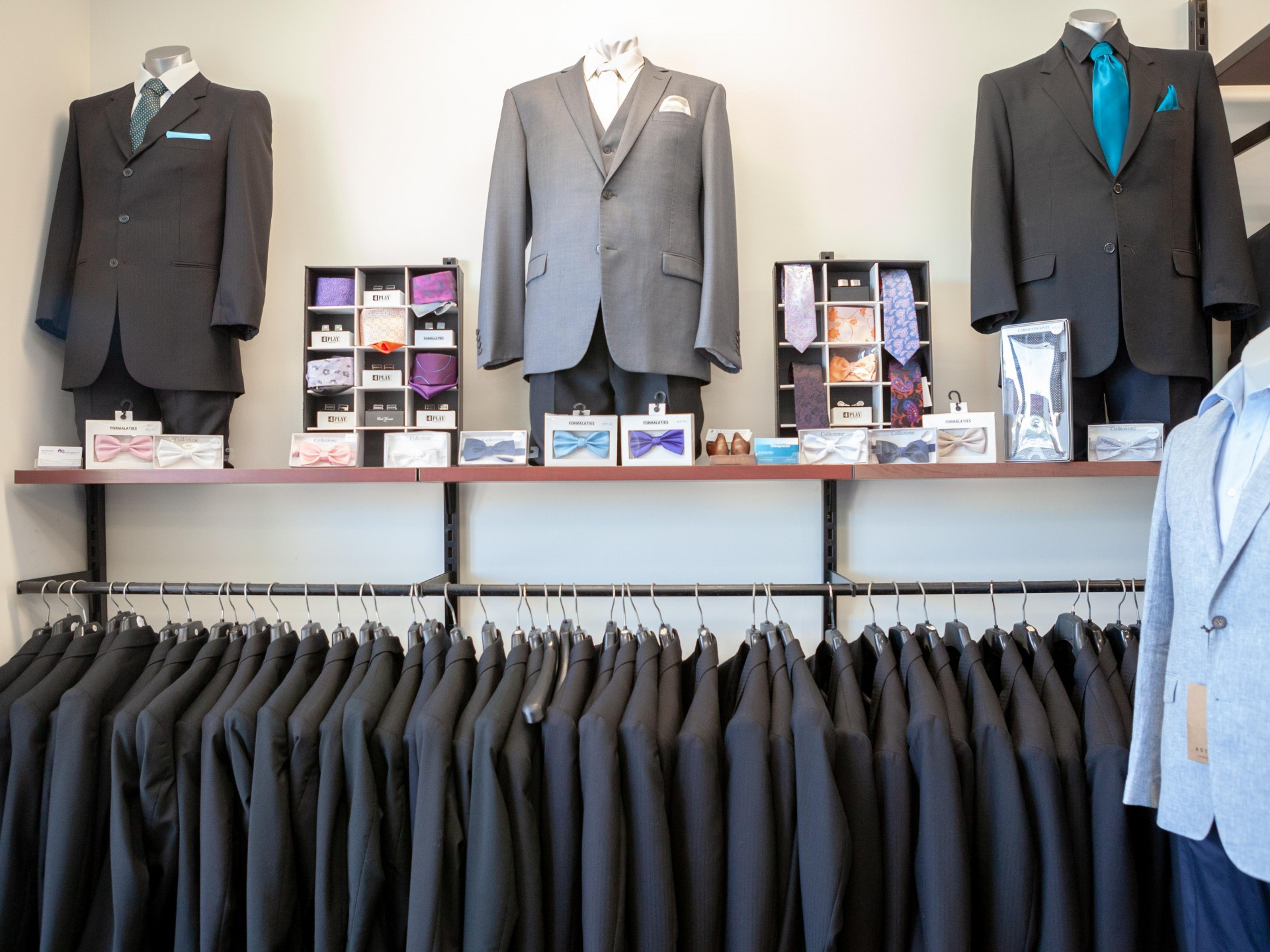 Suit Hire and Sales operating for over 20 years. Services Peel Region and beyond