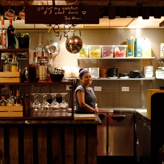 bondi-beach-curlewis-street-one-of-the-original-small-bars-5