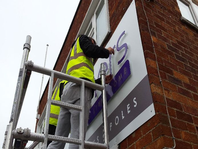 installer-of-commercial-and-retail-signage-0