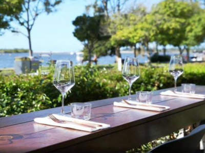 bar-restaurant-river-views-well-appointed-fit-out-secure-lease-0