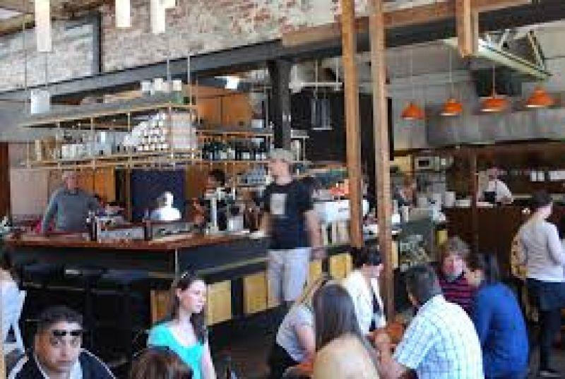 CAFE RESTAURANT BUSINESS FOR SALE GOLD COAST 29000 PER WEEK TURNOVER