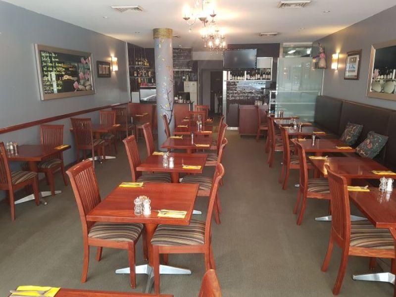 Elegant cafe restaurant in affluent Lower North Shore of Sydney