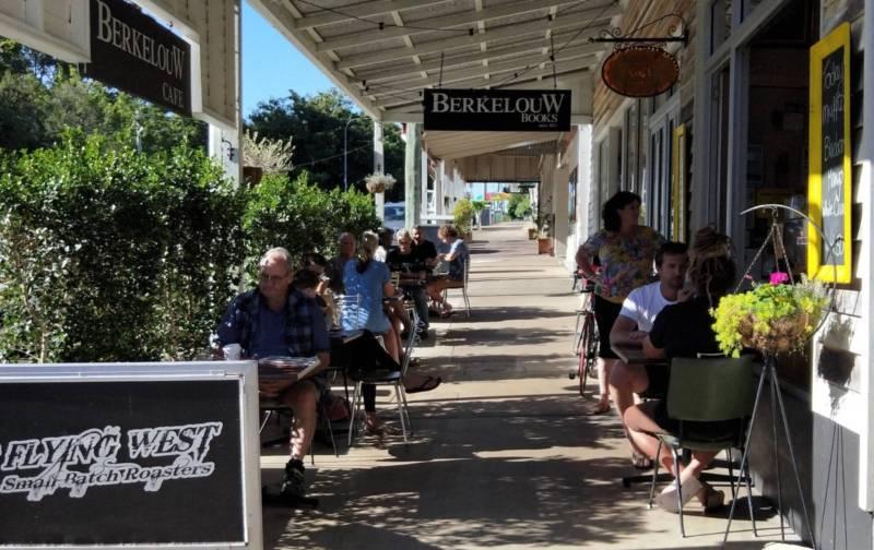 Licenced Cafe- Coffee Shop- Restaurant- Takeaway For Sale - Sunshine Coast