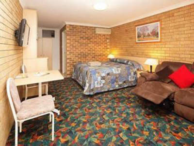 motel-for-sale-new-england-highway-frontage-1