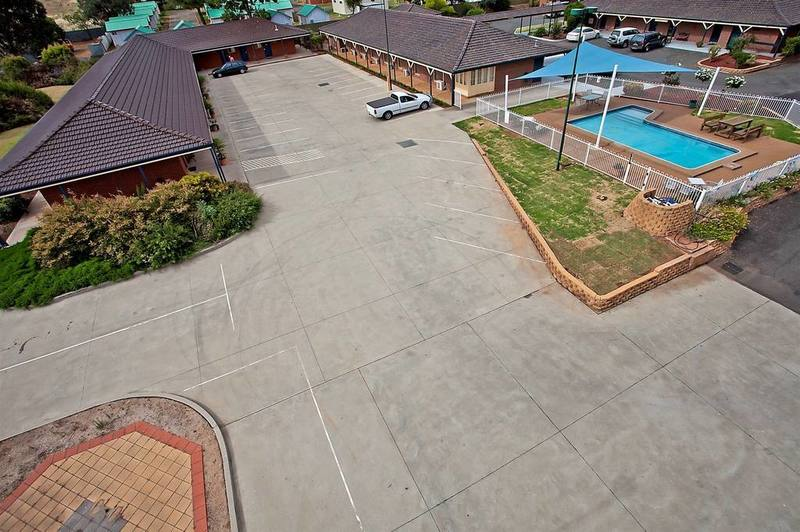 MOTEL FOR SALE  BEAUTIFULLY PRESENTED PREMIUM MOTEL IN STRONG MOTEL TOWN