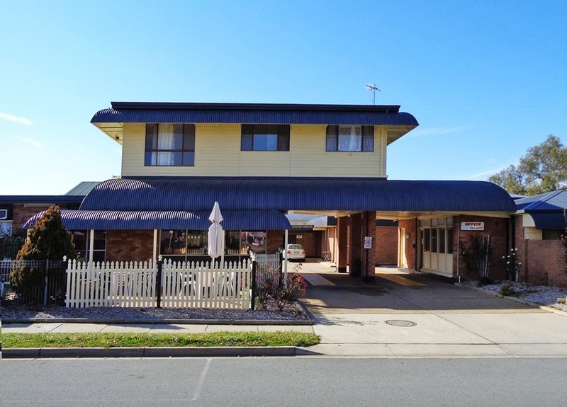 MOTEL FOR SALE - FANTASTIC LOCATION - 15 MINS FROM CANBERRA CBD