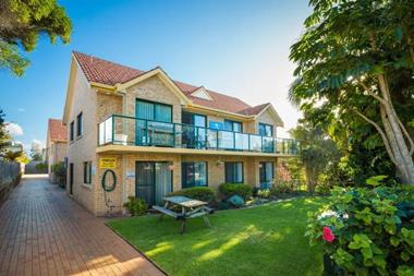 LODGE STYLE PROPERTY FOR SALE - SENSATIONAL LOCATION - FAR SOUTH COAST