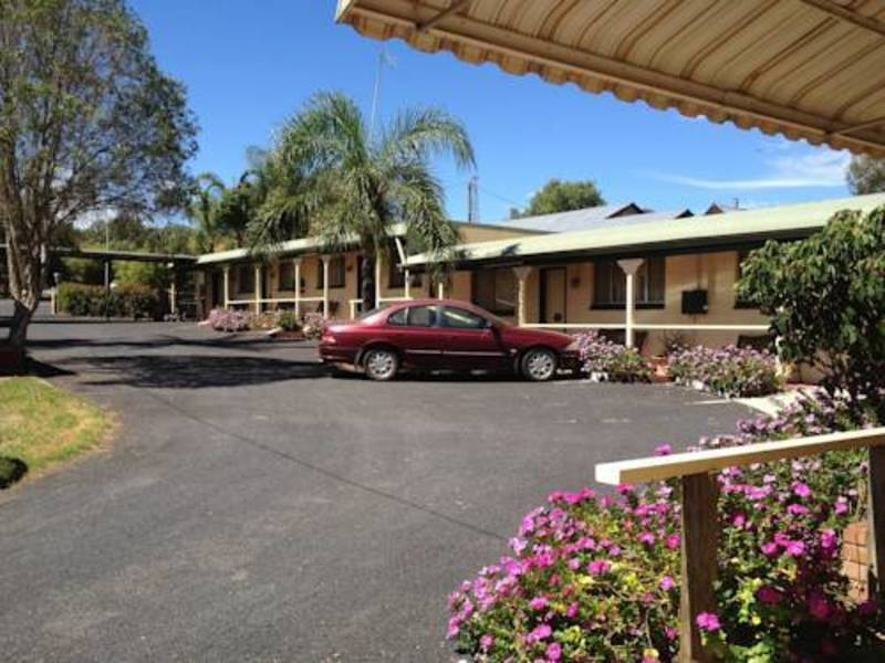 MOTEL FOR SALE- BARGAIN BUY- SMALL FREEHOLD