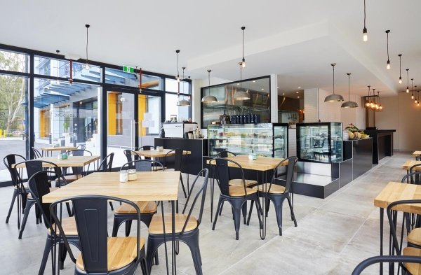 HOTEL CAFÉ / RESTAURANT IN THE HEART OF NORTH RYDE. CHEAP RENT. LONG LEASE!