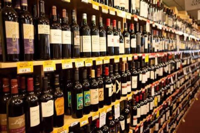 BOTTLE SHOP -- ELSTERNWICK -- #4710764