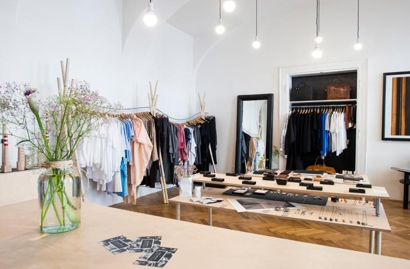 FASHION & CLOTHING -- BOX HILL -- #4490908