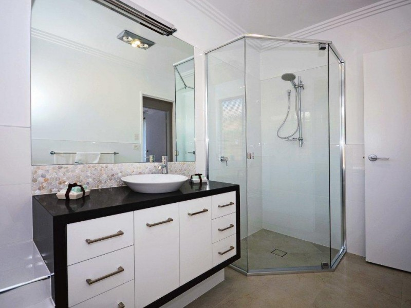 Gold Coast Wholesale/Retail Shower & Wardrobes- Business For Sale Ref # 3351