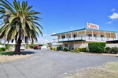OPPORTUNITY PLUS...... MOTEL FOR LEASE OR SALE - MUNDUBBERA