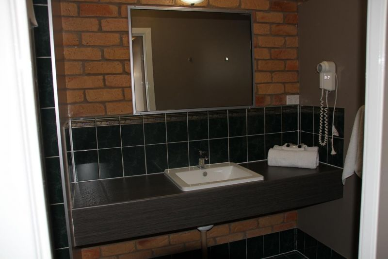 excellent-return-on-freehold-motel-in-the-central-highlands-lease-can-be-split-4
