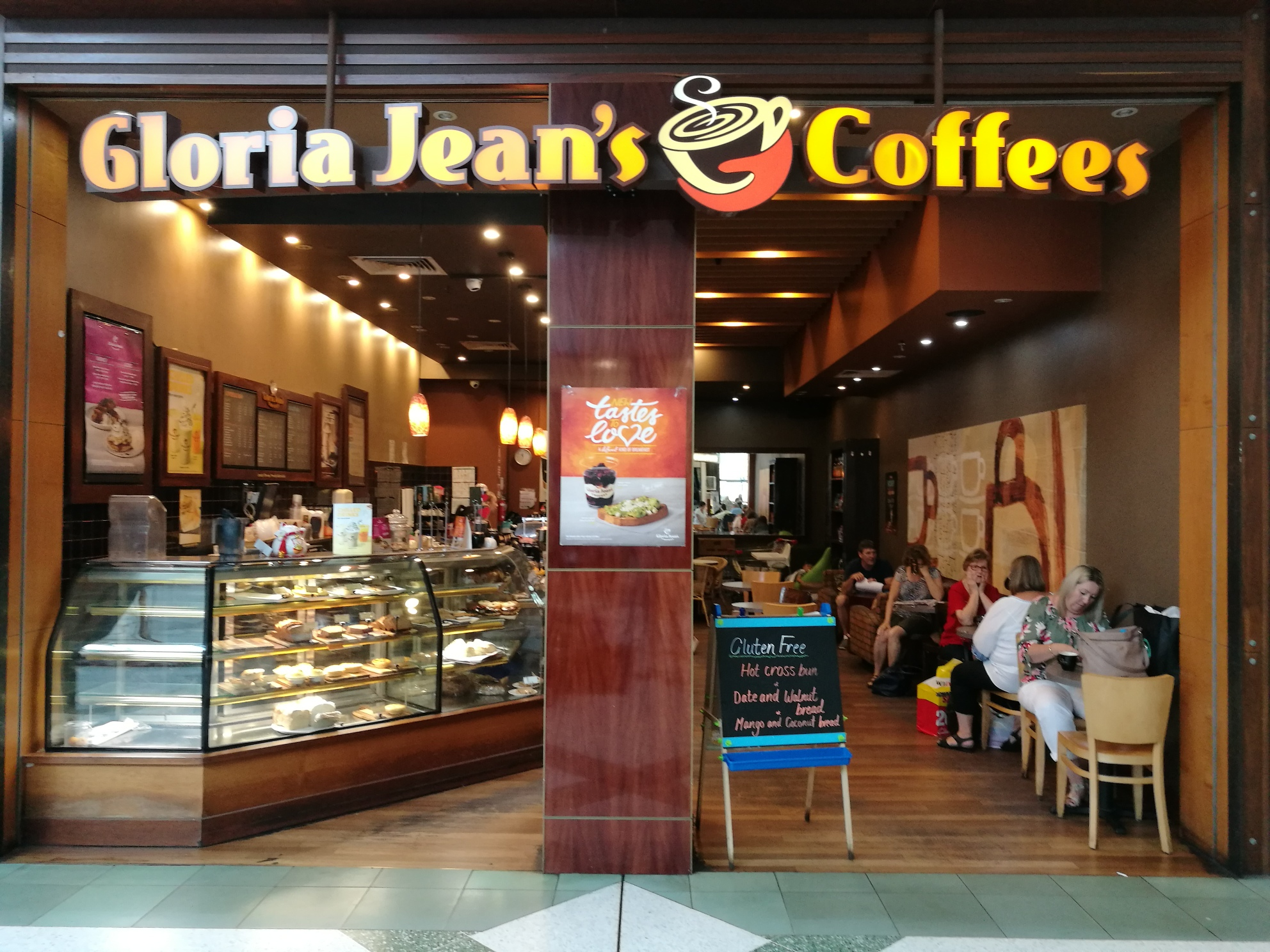 quality-coffee-food-for-customers-on-the-run-gloria-jeans-coffees-resale-0