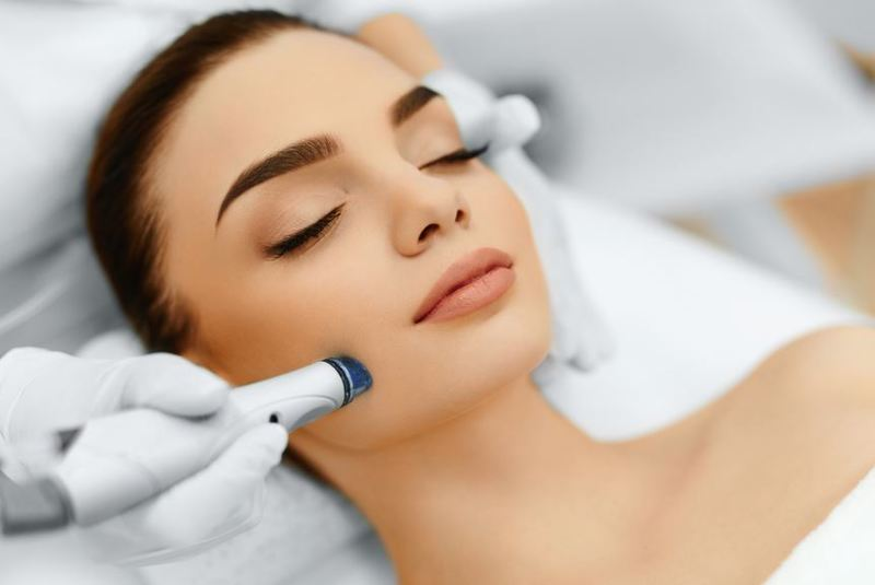 18205 Thriving Beauty Salon With An Extensive Customer Database