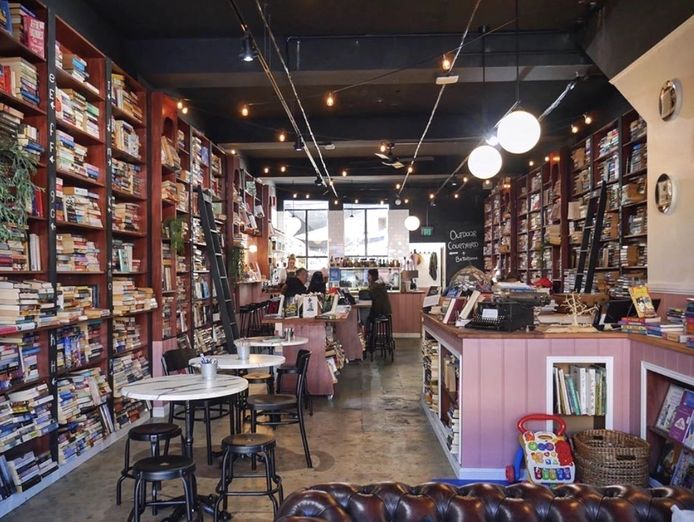 unique-cafe-with-second-hand-book-store-1