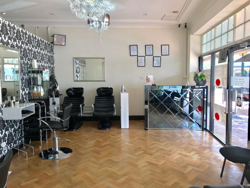 Hair & Beauty Salon REFZ2222