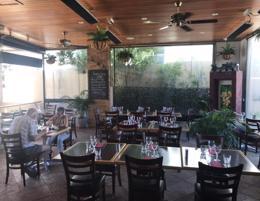 Stunning Restaurant / Cafe
