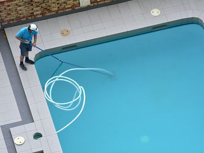 swimming-pool-cleaning-and-maintenance-0