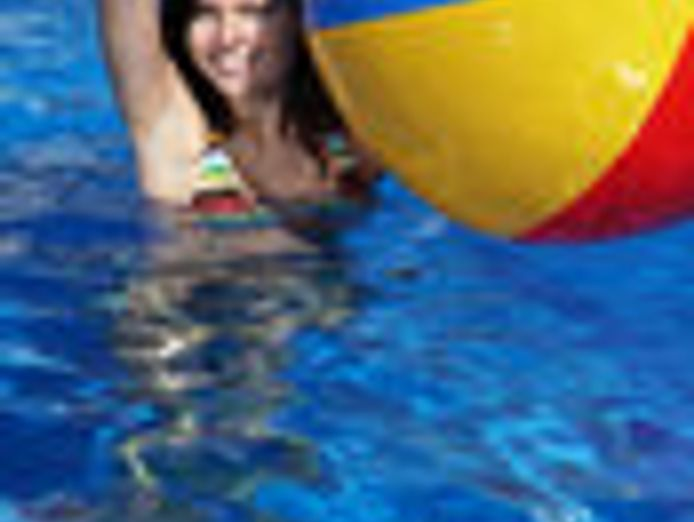 swimming-pool-cleaning-and-maintenance-3