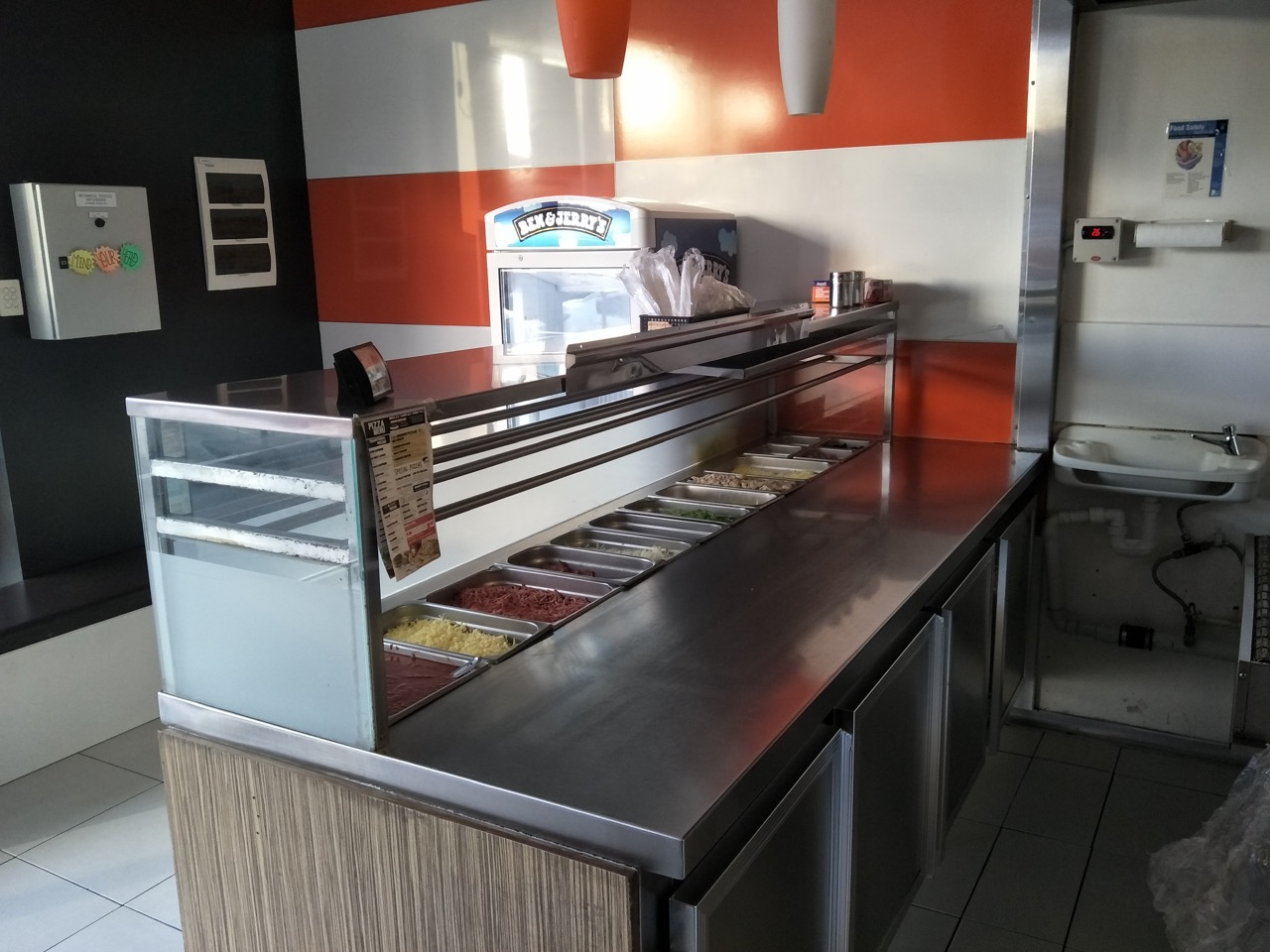 Pizza shop for sale, great location, selling under set up cost