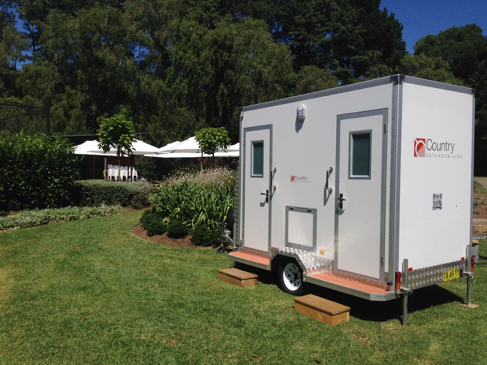 hire-business-mobile-bathrooms-0