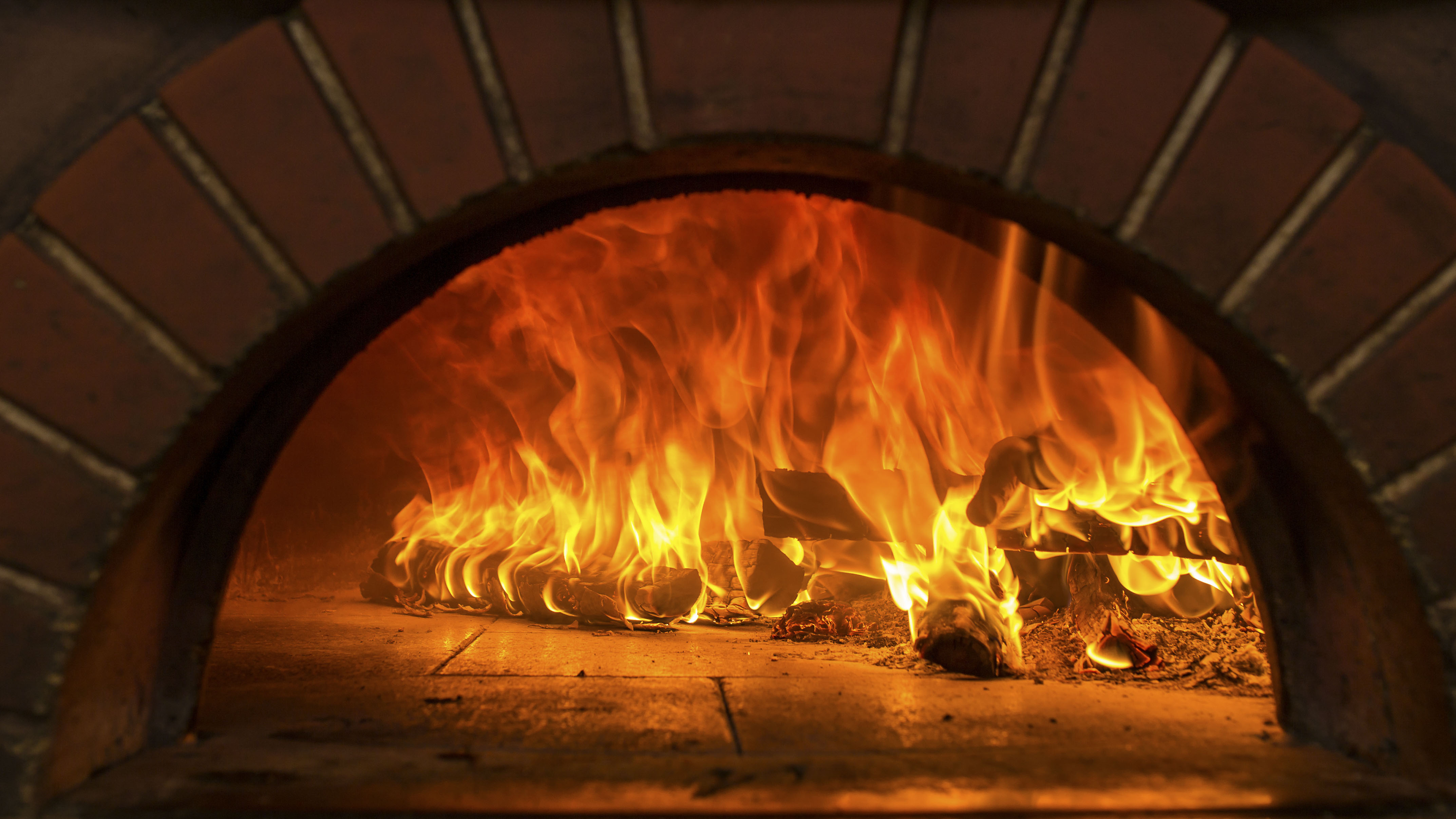 Very busy Licenced Woodfire Pizzeria - Restaurant - Steakhouse - Takeaway