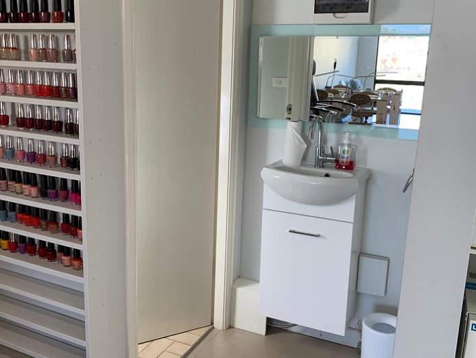 nail-and-beauty-salon-for-sale-waxing-mani-pedi-lashes-nails-9